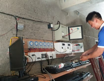 Nhân Viên SHL lắp thiết bị cho nhà Yến anh Dũng Phi Yến